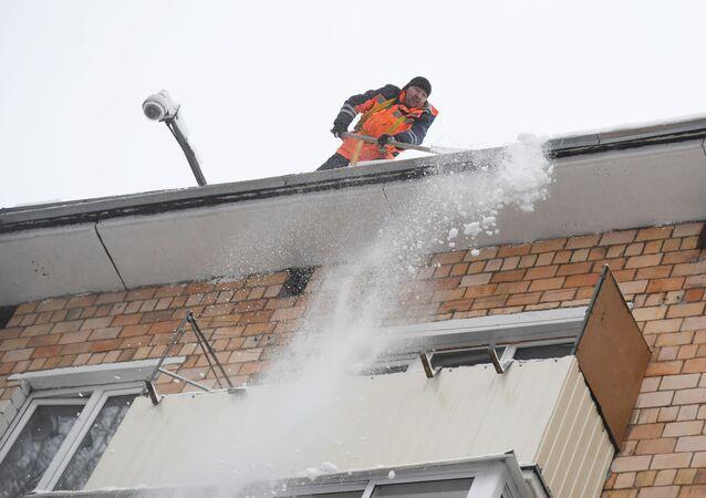 Oczyszczanie dachu ze śniegu, Moskwa