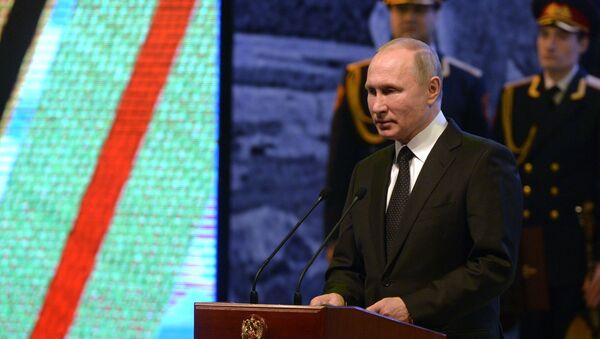Prezydent Rosji Władimir Putin podczas świątecznego koncertu z okazji 75. rocznicy zwycięstwa w Bitwie o Stalingrad - Sputnik Polska