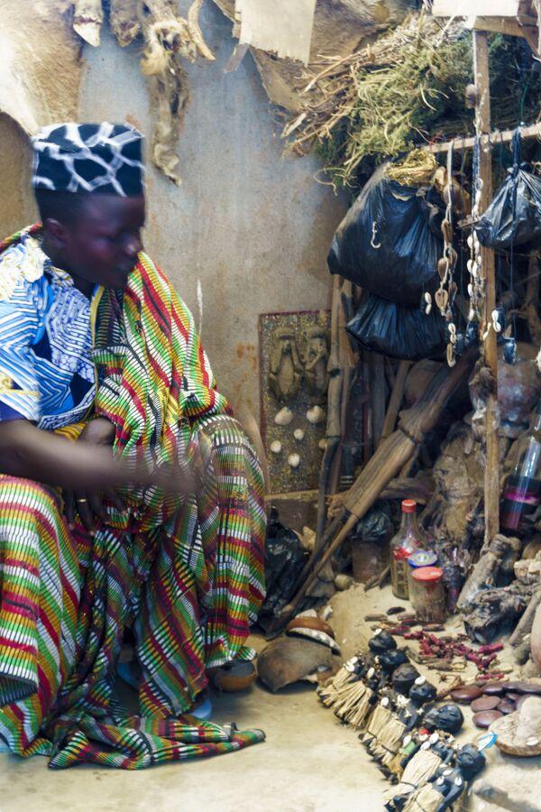 Mag Voodoo na targowisku Akodessawa w Lomé, stolicy Republiki Togijskiej. - Sputnik Polska