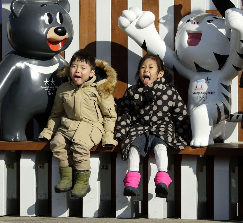 Fotografie z maskotkami Olimpaiady 2018, Korea Południowa