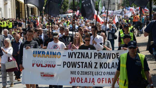 Uczestnicy w czasie akcji pamięci ofiar Rzezi Wołyńskiej w Warszawie - Sputnik Polska