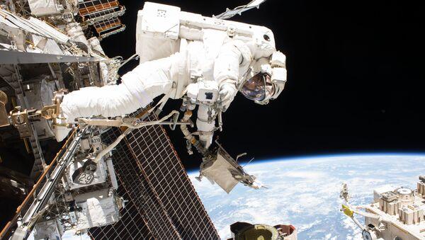 Wyjście w odkryty kosmos (na zdjęciu astronauta Mark T. Vande Hei) - Sputnik Polska