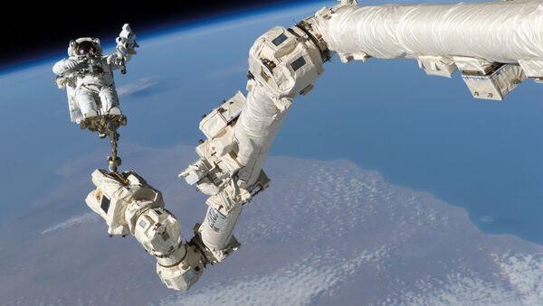 Astronauta w odkrytym kosmosie - Sputnik Polska