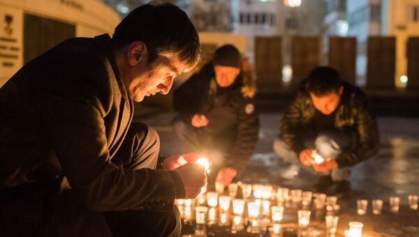 Akcja pod pomnikiem lotników w Sewastopolu ku pamięci pilota Su-25, Romana Filipowa, który zginął w Syrii - Sputnik Polska