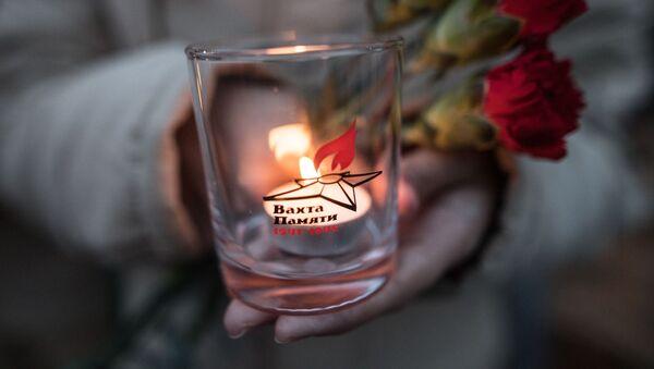 Uczestnik akcji  Wachta pamięci. Wieczny ogien -2017 przed złożeniem kwiatów na Mogile Nieznanego Żołnierza w Sadzie Aleksandrowskim w Moskwie - Sputnik Polska