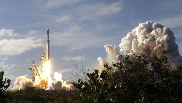 Start rakiety nośnej Falcon Heavy z kosmodromu na przylądku Canaveral - Sputnik Polska