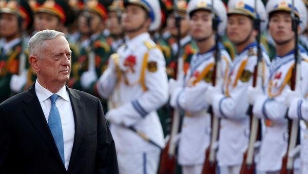 Minister obrony USA James Mattis w Hanoi, Wietnam - Sputnik Polska