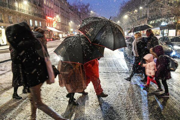 Paryż zimową porą... - Sputnik Polska