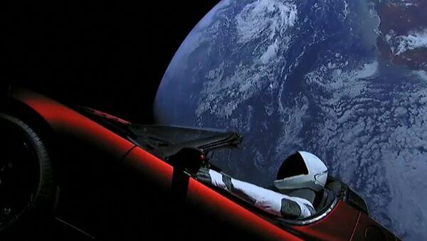 Rakieta Falcon Heavy wyprowadziła na orbitę Ziemi pojazd TeslaRoadster - Sputnik Polska