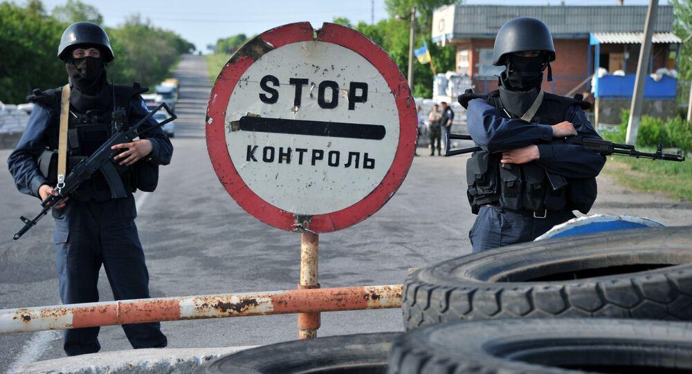Żołnierze ukraińskiej armii przy przejściu granicznym w obwodzie donieckim