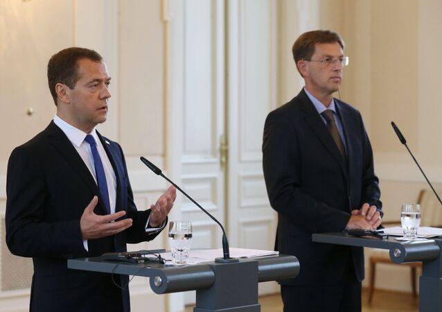 Premier Rosji Dmitrij Miedwiediew i premier Słowenii Miroslav Cerar na wspólnej konferencji prasowej po rosyjsko-słoweńskich rozmowach.
