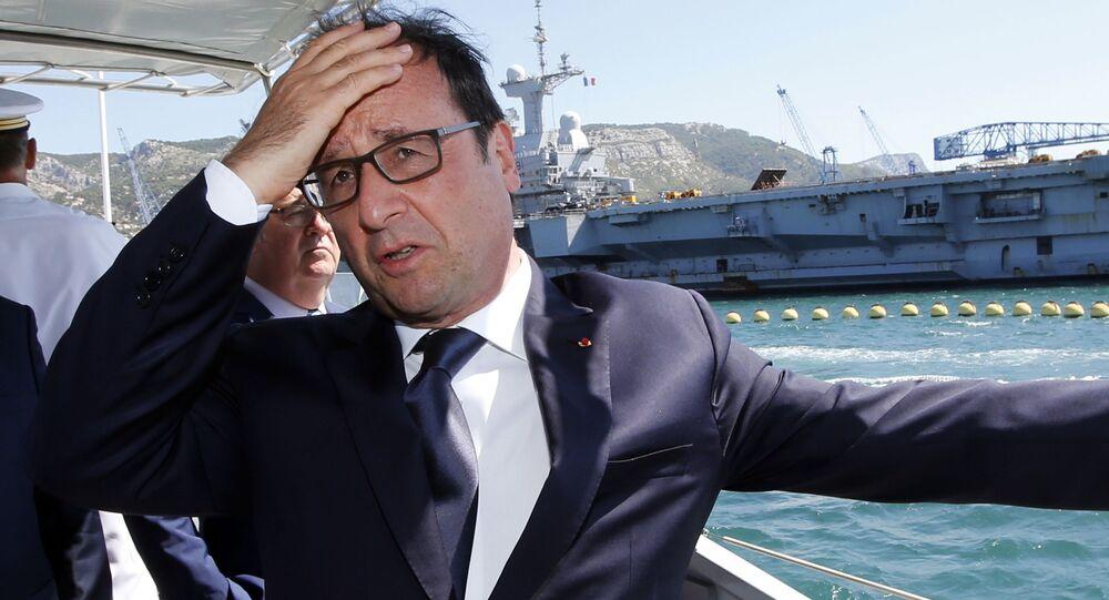 Prezydent Francji Francois Hollande podczas wizyty w bazie wojenno-morskiej w Tulonie
