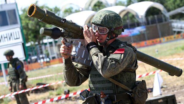 Uczestnik wszechwojskowego konkursu operatorów przeciwlotniczych zestawów rakietowych na poligonie Jejskij w Kraju Krasnodarskim - Sputnik Polska
