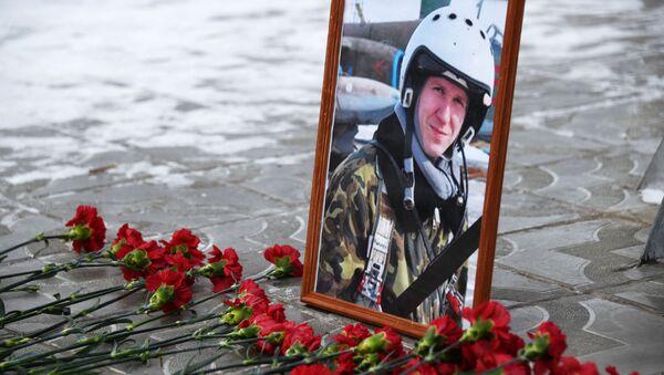 Portret poległego w Ssyrii pilota Romana Filipowa - Sputnik Polska