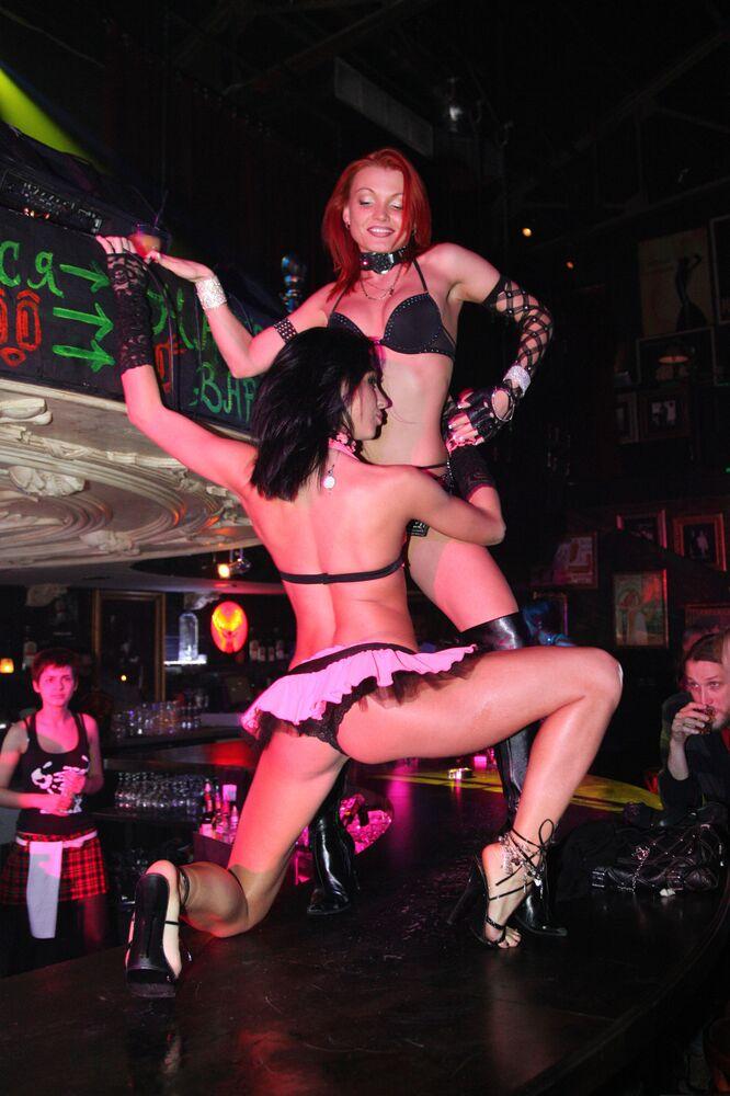 Striptiz w klubie XXXX w Moskwie