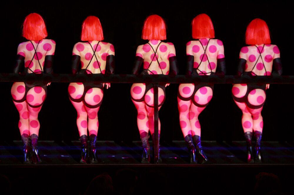 Tancerki paryskiego kabaretu Crazy Horse