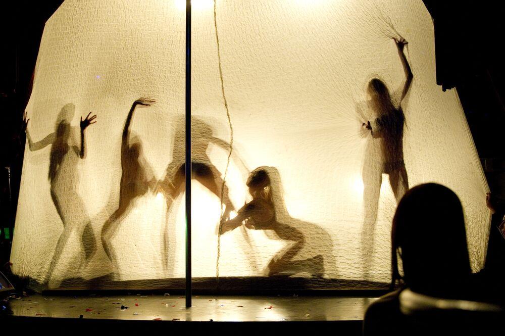 Tancerki w klubie SOHO ROOMS w Moskwie