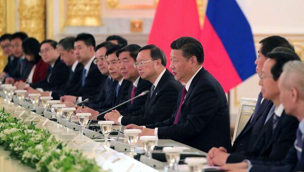 Przewodniczący Chińskiej Republiki Ludowej Xi Jinping w czasie rosyjsko-chińskich rozmów w rozszerzonym składzie - Sputnik Polska
