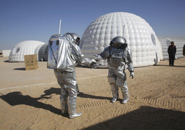 Na południowym wschodzie Omanu trwa eksperyment w zakresie ziemskiego modelowania życia na Marsie.
