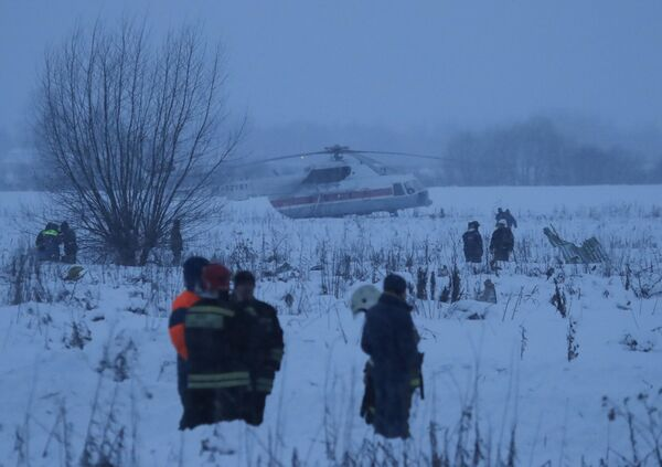 Ratownicy na miejscu upadku samolotu An-148 Saratowskich linii lotniczych pod Moskwą. - Sputnik Polska