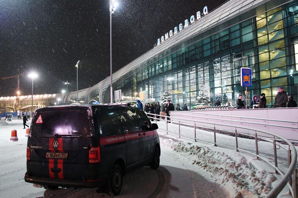 Samochód Komitetu Śledczego Federacji Rosyjskiej przy lotnisku Domodedovo.