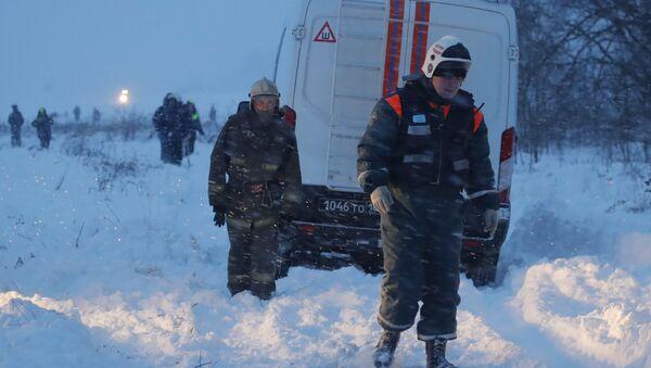 Спасатели на месте крушения самолета Ан-148 Саратовских авиалиний в Подмосковье - Sputnik Polska