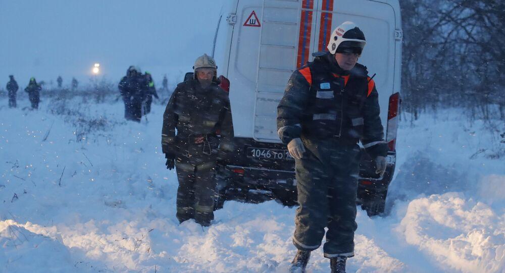 Спасатели на месте крушения самолета Ан-148 Саратовских авиалиний в Подмосковье