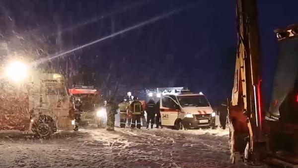 Ratownicy na miejscu upadku rosyjskiego samolotu An-148 - Sputnik Polska