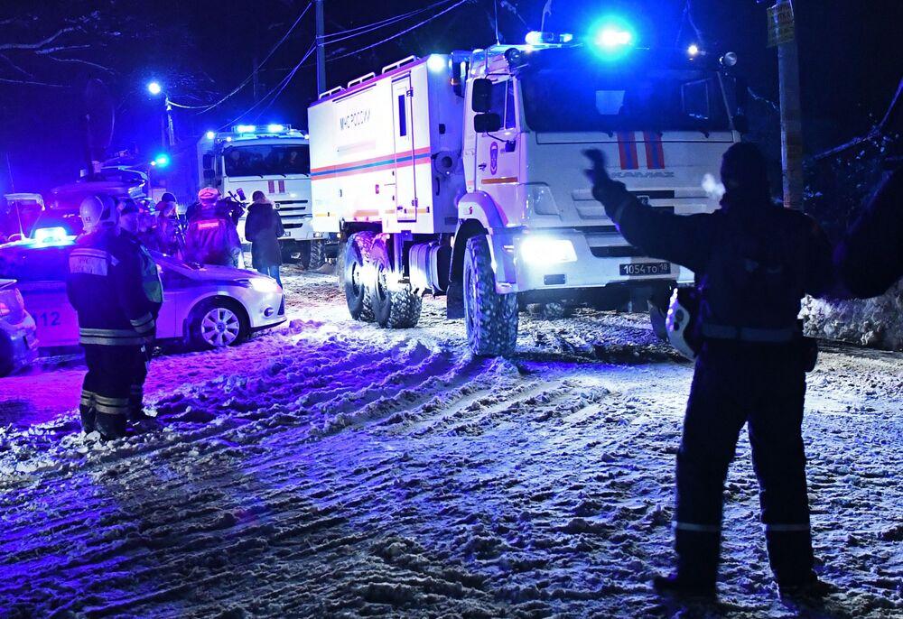 Służba ratownicza na miejscu upadku samolotu An-148 Saratowskich linii lotniczych pod Moskwą