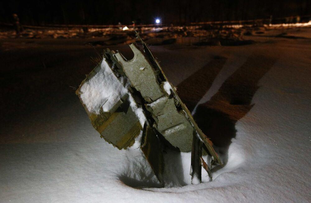 Części samolotu An-148 Saratowskich linii lotniczych pod Moskwą