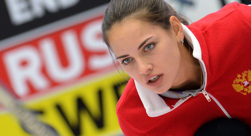 Rosyjska sportsmenka Anastazja Bryzgałowa na turnieju par mieszanych w curlingu