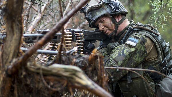 Estoński żołnierz na ćwiczeniach NATO w Europie. Zdjęcie archiwalne - Sputnik Polska