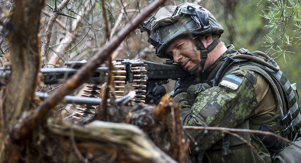 Estoński żołnierz na ćwiczeniach NATO w Europie. Zdjęcie archiwalne