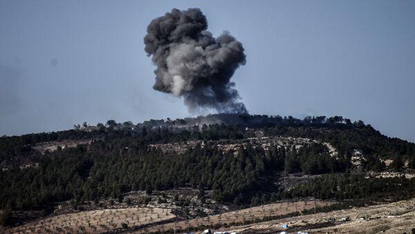 Dym od wybuchu w rejonie syryjskiego miasta Afrin w czasie tureckiej operacji Gałązka Oliwna - Sputnik Polska