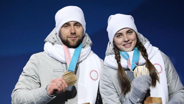 Rosyjscy sportowcy Anastazja Bryzgałowa i Aleksander Kruszelnicki - zdobywcy brązowych medali w curlingu - Sputnik Polska