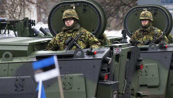 Defilada estońskich wojsk na cześć Dnia Niezależności Estonii w Narwie - Sputnik Polska