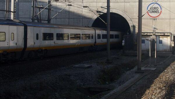 Pociąg Eurostar jedzie przez tunel pod La Manche - Sputnik Polska