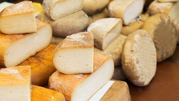 Importowane sery na ladzie w sklepie - Sputnik Polska