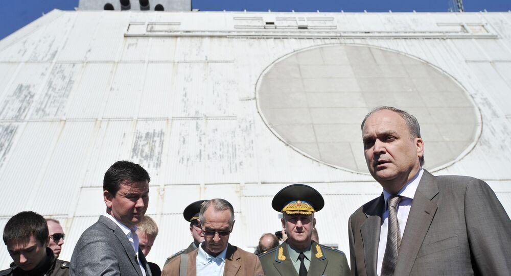 Wiceminister obrony FR Anatolij Antonow podczas wizyty na stacji radiolokacyjnej systemu obrony antybalistycznej