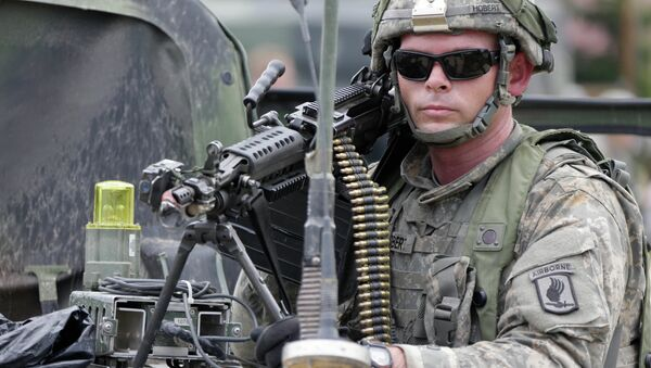 Amerykański żołnierz bierze udział w ćwiczeniach Saber Junction w Niemczech, 8 września 2014 - Sputnik Polska