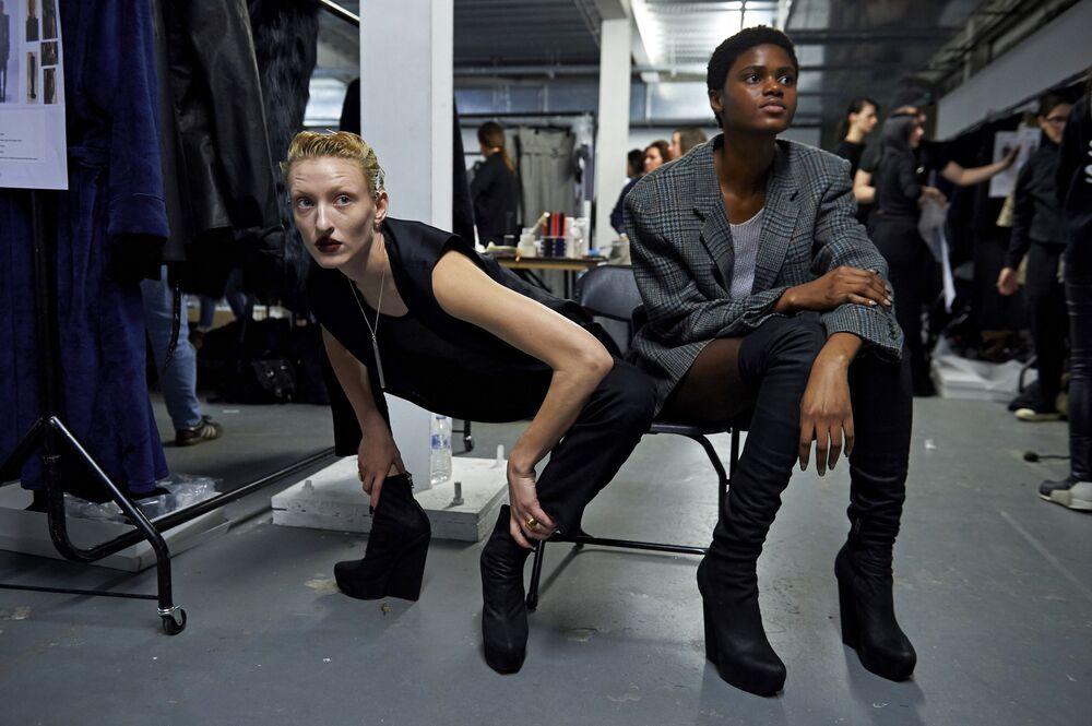 Tydzień mody w Londynie, modelki za kulisami