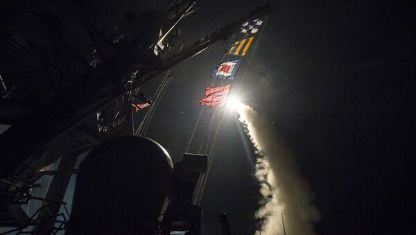 Wystrzelenie pocisku Tomahawk z amerykańskiego niszczyciela USS Ross - Sputnik Polska