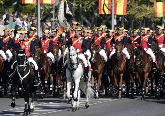W Hiszpanii Dzień Sił Zbrojnych obchodzony jest w sobotę najbliższą 30 maja - na cześć znanego ze swoich wojennych wyczynów króla Kastylii Fernanda III, który zmarł tego dnia.