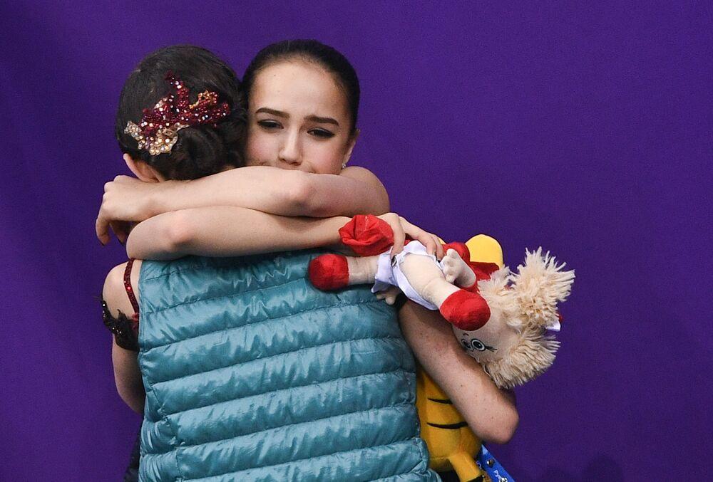 Rosyjskie łyżwiarki Alina Zagitowa, złota medalistka Igrzysk Olimpijskich w Pjongczangu 2018 i Jewgenija Miedwiediewa, srebrna medalistka Igrzysk Olimpijskich w Pjongczangu 2018