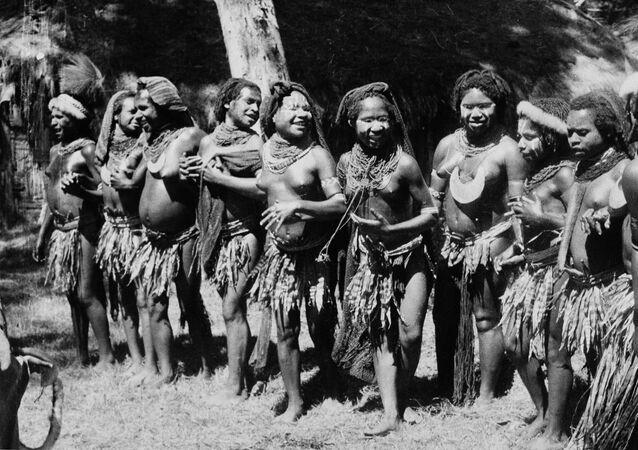 Taniec ślubny w Papui Nowej Gwinei