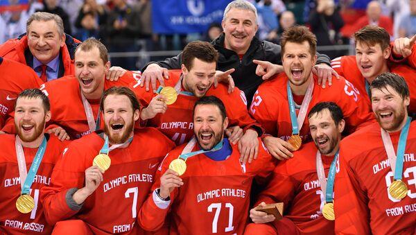 Podczas ceremonii wręczania nagród rosyjska drużyna hokejowa zaśpiewała hymn rosyjski pod muzykę olimpijskiego hymnu. - Sputnik Polska