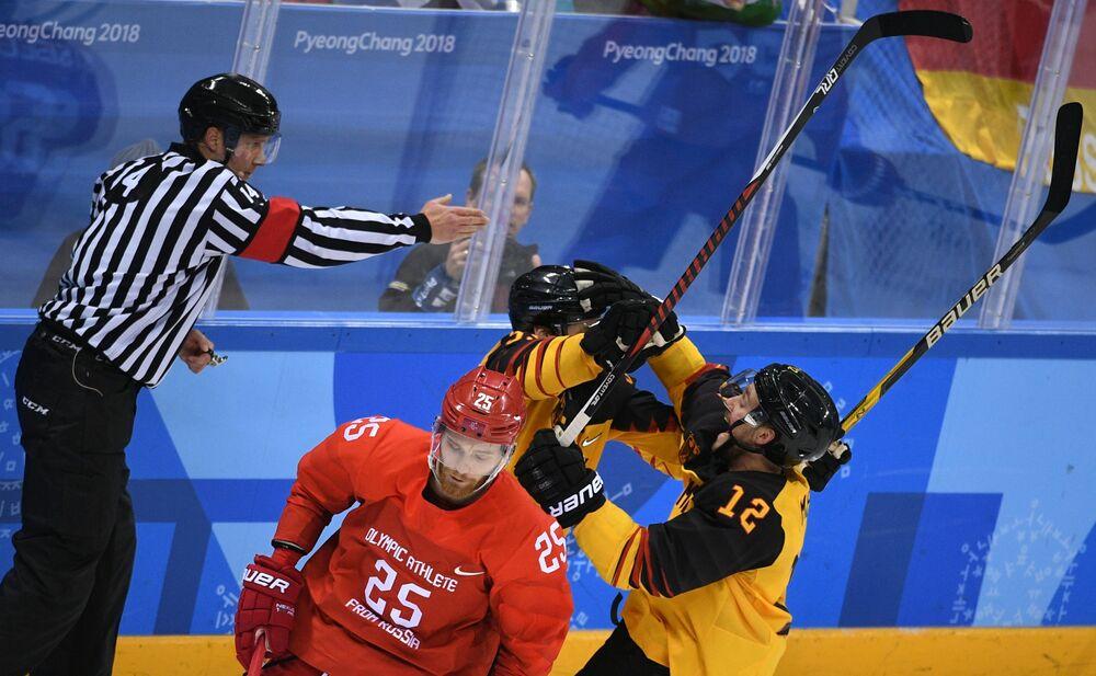 Mecz finałowy Rosja-Niemcy na XXIII Zimowych Igrzyskach Olimpijskich.