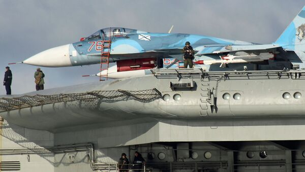 СSamoloty Su-33 na pokładzie ciężkiego krążownika lotniczego Admirał Floty Związku Radzieckiego Kuznicow - Sputnik Polska