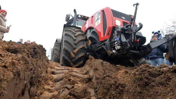 Traktor z mińskiej fabryki - Sputnik Polska