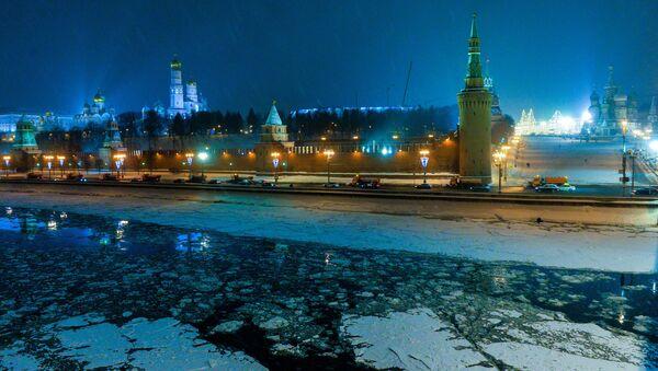 Rzeka Moskwa pokryta lodem - Sputnik Polska